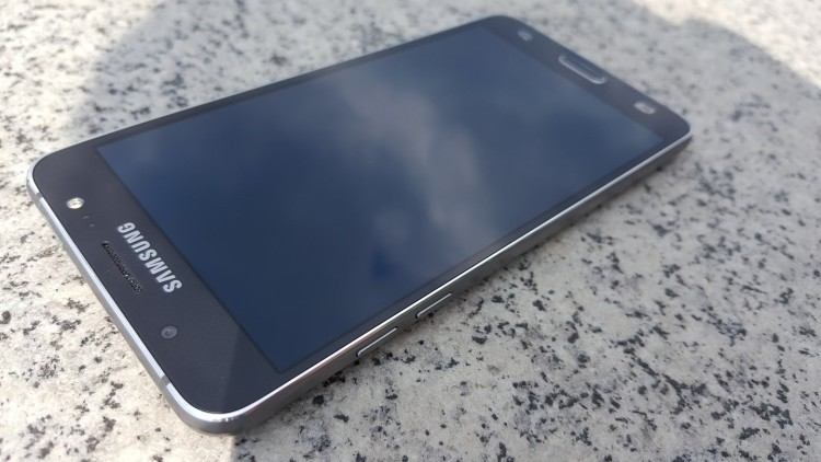 Популярний смартфон Samsung 2017 року розпочав оновлюватися до Android 8