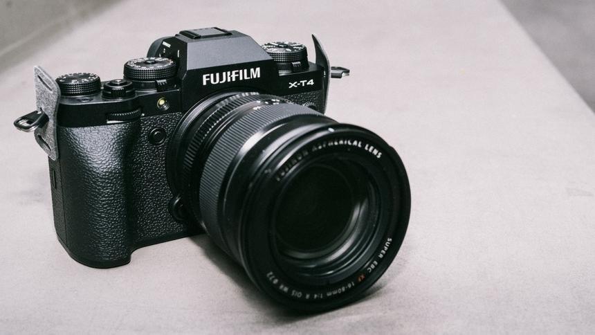 Названі найкращі фотоапарати і відеокамери в 2021 році
